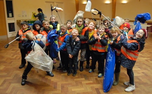 4th Boxmoor Scout Group taking part in the Great British Spring Clean